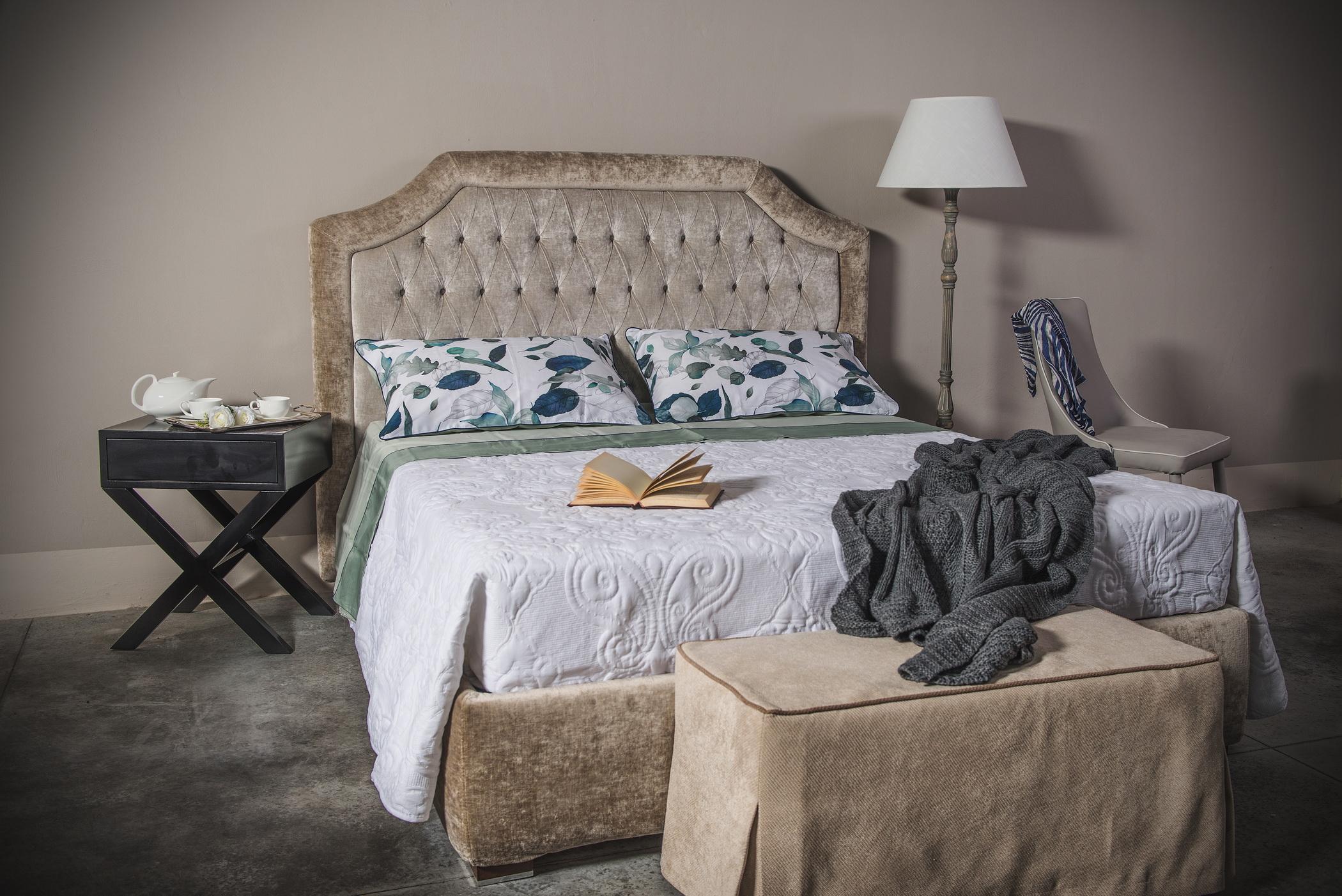camera ambientata con materasso