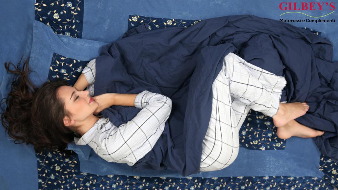 donna-di-fianco-che-dorme